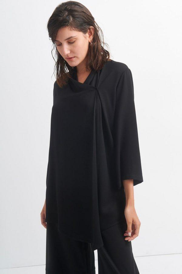 Γυναικεία Ρούχα BLACK&BLACK ΜΠΛΟΥΖΑ ΜΕ ΠΤΥΧΩΣΕΙΣ