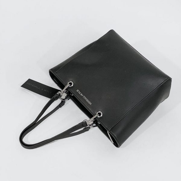 Collection Spring - Summer 2021 KENDALL+KYLIE SHOULDER BAG