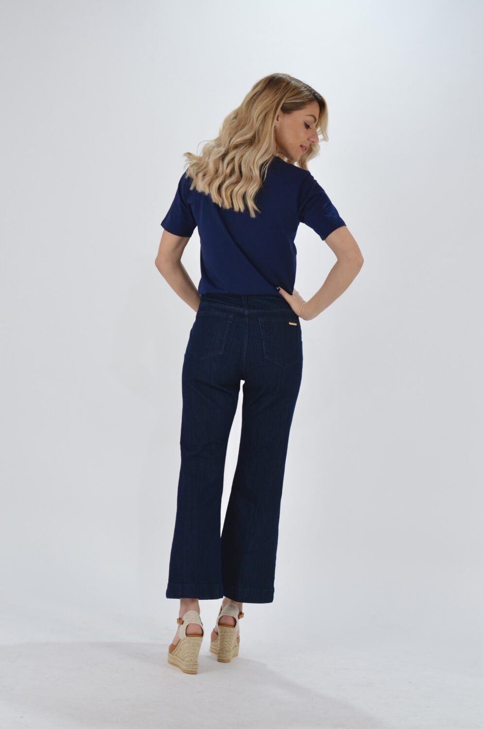 Collection Spring - Summer 2021 MICHAEL KORS BUTTON EMBELLISHED CROPPED JEAN