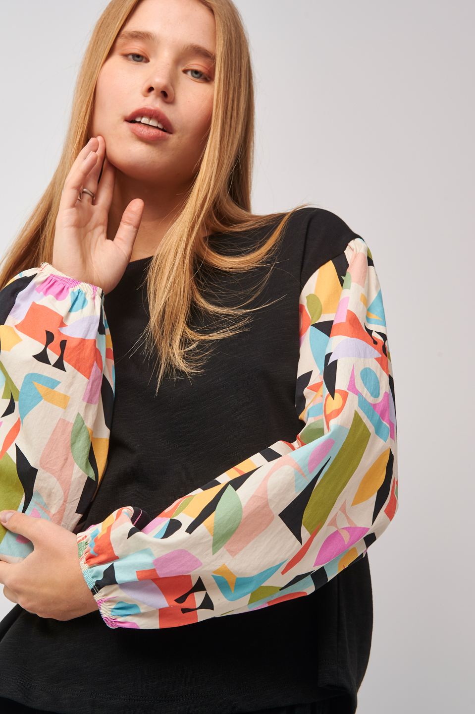 Collection Spring - Summer 2021 BLACK & BLACK BLOUSE WITH MULTICOLORED PUFFY SLEEVES