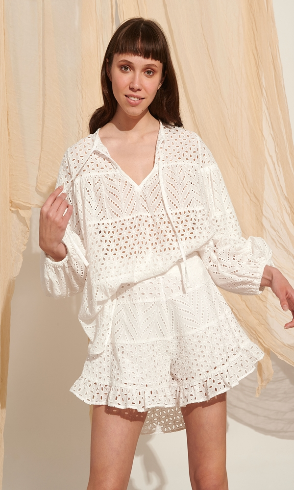 Collection Spring - Summer 2021 LACE EMBROIDERY BLOUSE